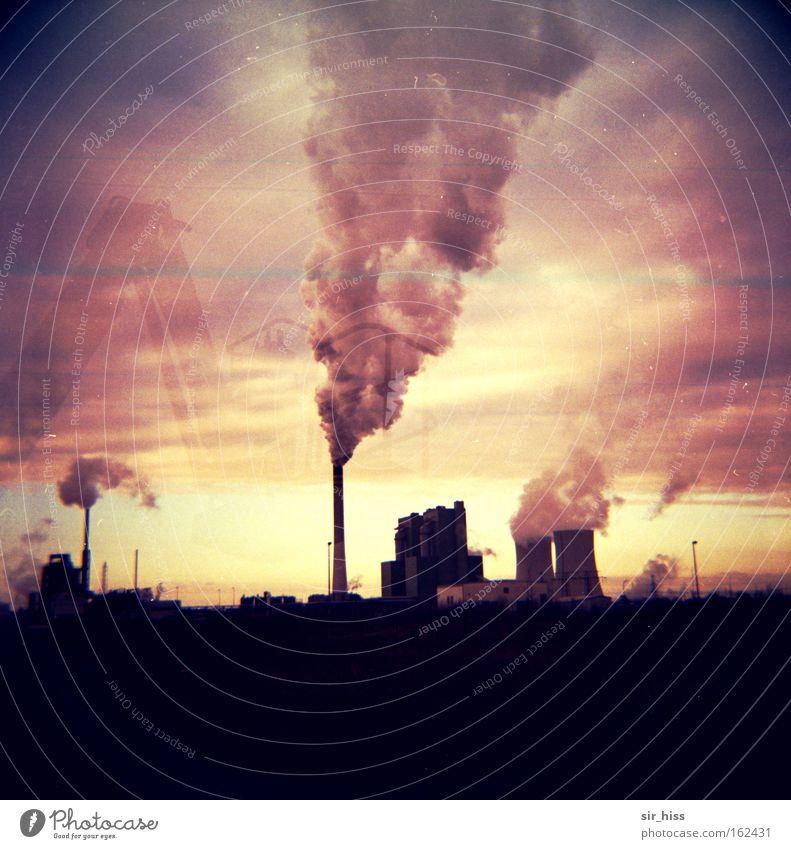 Wind aus Südost Wolken Industrie Rauch Abgas Schornstein Lomografie Umweltverschmutzung Smog Kühlturm Leuna