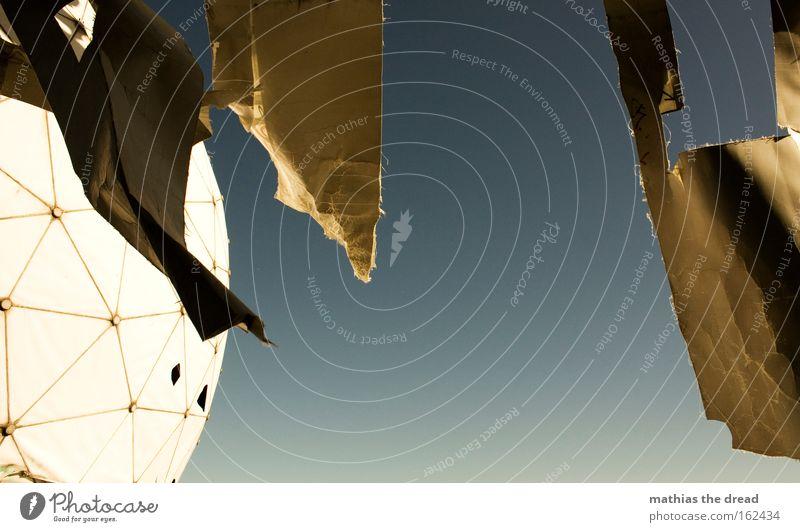 IV Himmel weiß Sonne Haus hell rund Wissenschaften Kugel verfallen bewegungslos spionieren Funktechnik Frequenz