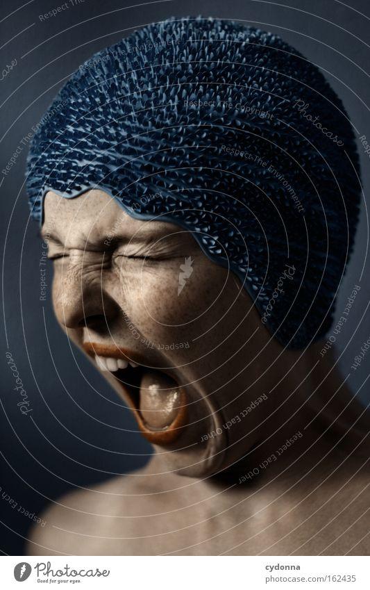 Unterbrechung Frau Mensch blau Gesicht Gefühle Bewegung Kraft Haut Wut schreien Schmerz Porträt verwundbar