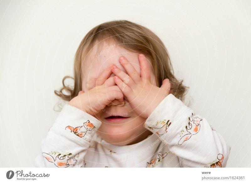 Kuckuck! Kind Mensch Baby Kleinkind Mädchen Finger Neugier niedlich weiß Dinge Fingerzeig Portrait Things dunkelblond erstaunt girl hinweis Farbfoto