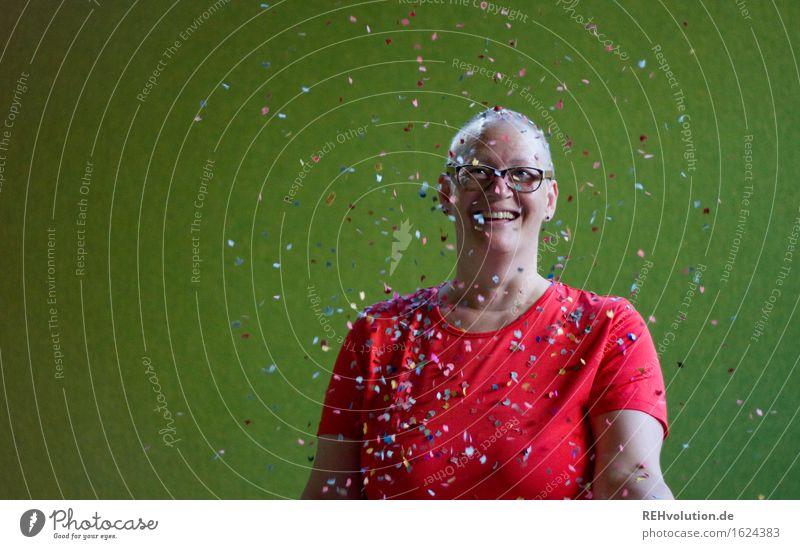 Susi Mensch feminin Frau Erwachsene 1 30-45 Jahre Haare & Frisuren Glatze Lächeln lachen stehen authentisch außergewöhnlich frei Freundlichkeit Fröhlichkeit