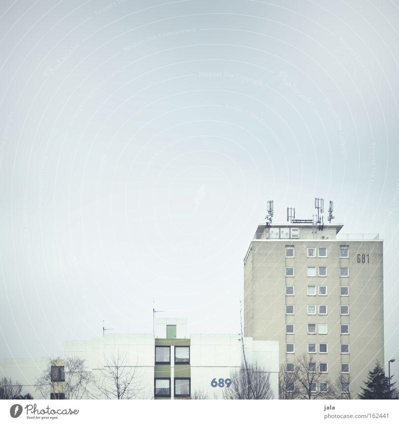 689-681 Haus Fenster Stadt Gebäude hell Block Wohnung alt neu Fassade weiß grau