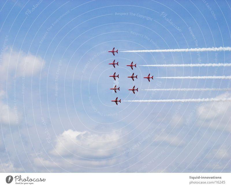 Red Arrows England Wolken Flugzeug Formation Flugschau Fototechnik Himmel Airshow