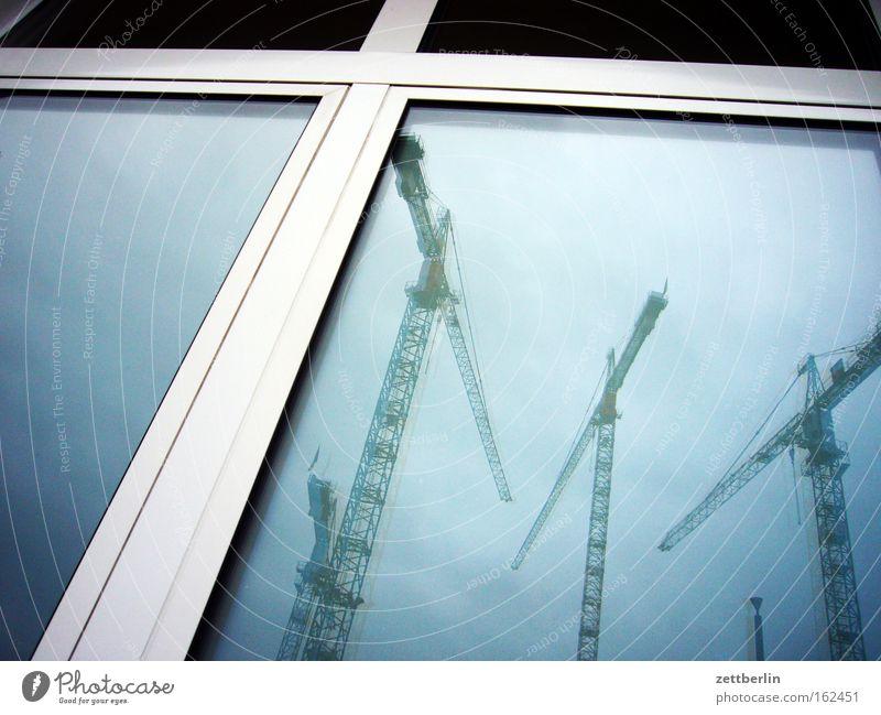 Bau auf, bau auf Kran Baustelle Industriefotografie Reflexion & Spiegelung Fenster Fensterscheibe Scheibe Glas Architektur Himmel turmdrehkran
