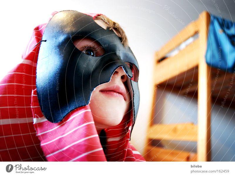 Phantom of the Kinderzimmer Kind weiß blau rot Gesicht schwarz Spielen gefährlich Maske Karneval geheimnisvoll Kindheit Held Fantasygeschichte Phantasie verdeckt