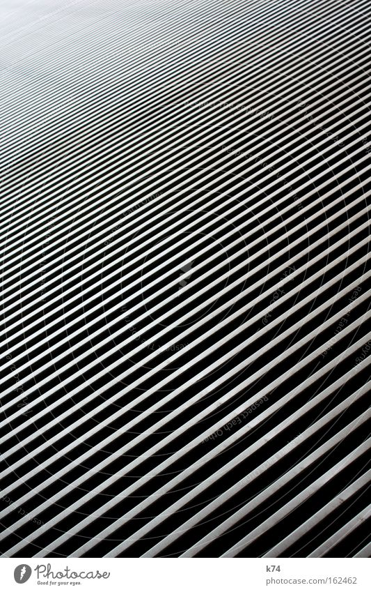 ///////////////////////////////////////// Streifen diagonal Kontrast Metall tief kalt hart glänzend High-Tech Zebra Detailaufnahme Neigung