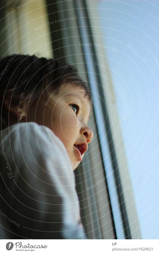 Mensch Kind schön Freude Gesicht Gefühle Lifestyle Spielen Stimmung träumen Zufriedenheit leuchten ästhetisch Kindheit Fröhlichkeit stehen