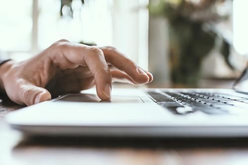 klick Mensch Mann Hand Erwachsene Arbeit & Erwerbstätigkeit maskulin Technik & Technologie lernen Finger kaufen Internet Suche trendy Informationstechnologie