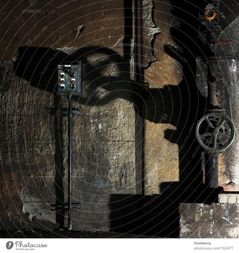 sub command dunkel Wand Mauer Hintergrundbild dreckig Energiewirtschaft kaputt Zukunft Industrie Baustelle bedrohlich Technik & Technologie Industriefotografie