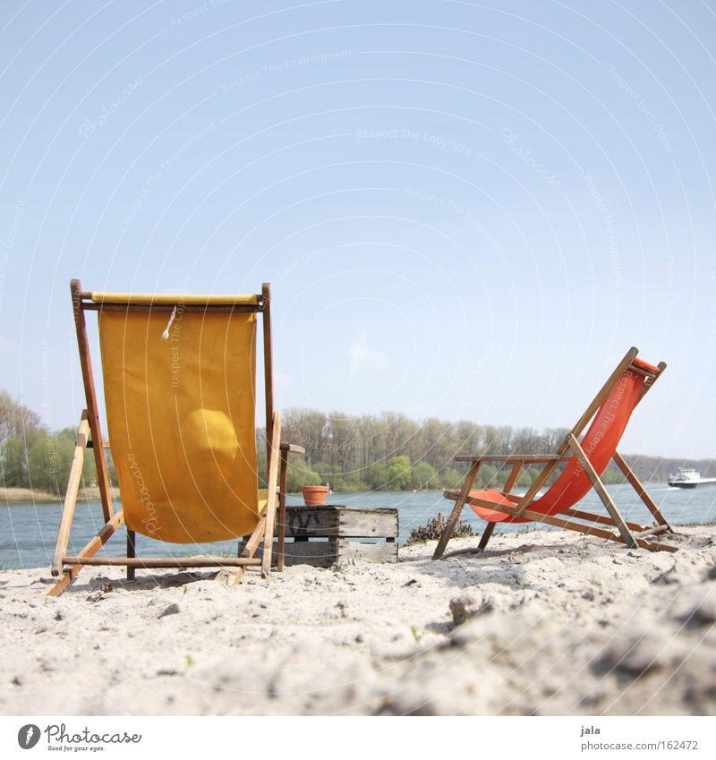 bis um halb fünf dann... Wasser Ferien & Urlaub & Reisen ruhig Erholung Freundschaft Freizeit & Hobby liegen Fluss Liege Gastronomie Flussufer Bach Liegestuhl