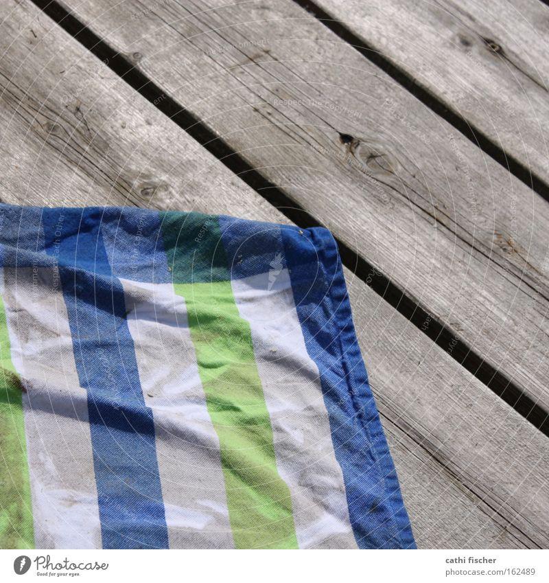 tuch auf steg Wasser weiß grün blau Sommer Holz nass Schwimmbad Küche Dekoration & Verzierung Streifen Stoff Falte Steg Holzbrett Tuch