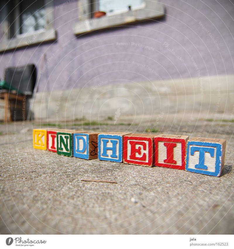 Wie war deine Kindheit? Haus Würfel Glück lernen Schriftzeichen Buchstaben Spielzeug Kindheit Geborgenheit fördern Holzspielzeug