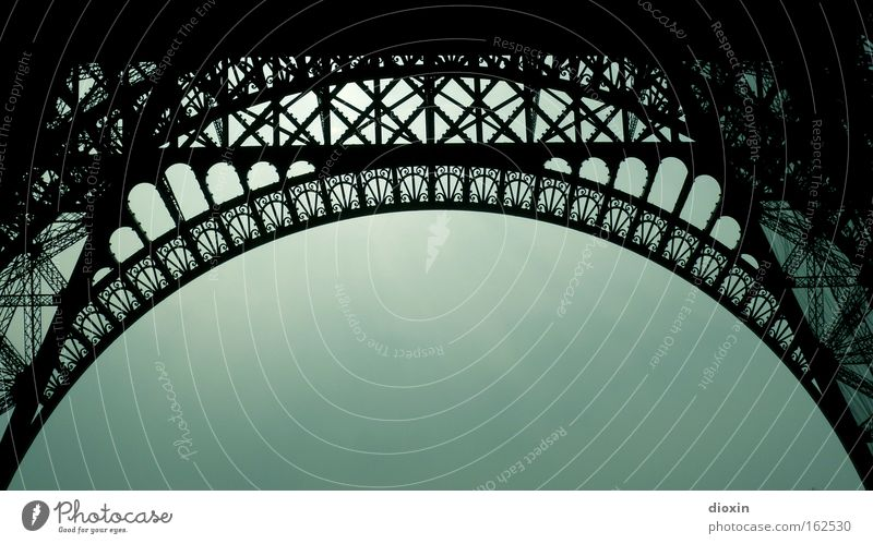 Die Genialität des Gustave Eiffel Architektur hoch Tourismus Paris Stahl Denkmal historisch Wahrzeichen Eisen Niete monumental Tour d'Eiffel gewaltig