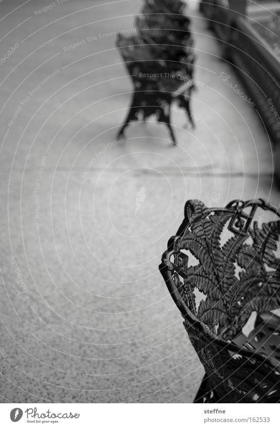 auszeit weiß schwarz Erholung elegant Pause Stuhl Möbel Terrasse Eisen altmodisch geschmackvoll