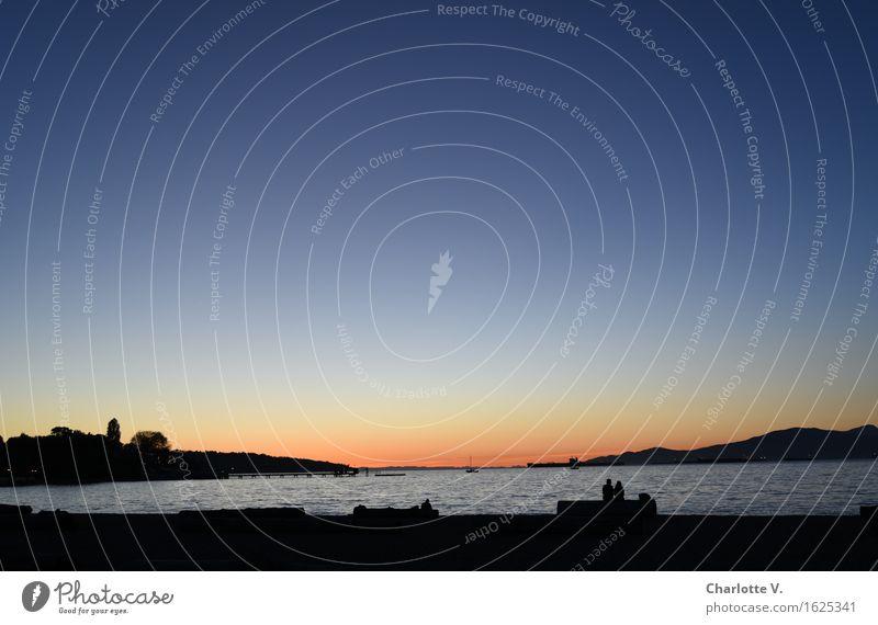 Tagesende Mensch Paar Leben 2 Vancouver Amerika Stadt Sehenswürdigkeit Kitsilano Beach berühren Erholung hocken leuchten sitzen träumen warten Flüssigkeit