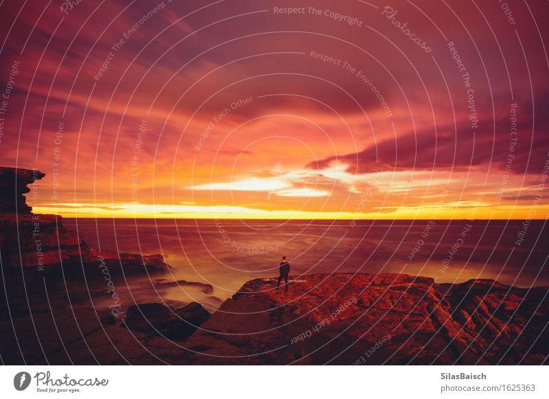 Epischer Sonnenaufgang Natur Ferien & Urlaub & Reisen Jugendliche Junger Mann Landschaft rot Wolken Freude 18-30 Jahre Erwachsene Frühling Küste Glück Freiheit