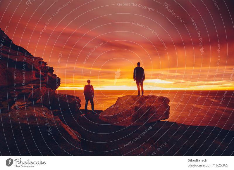 Natur Ferien & Urlaub & Reisen Jugendliche Sommer Sonne Meer Junger Mann Ferne 18-30 Jahre Erwachsene Umwelt Küste Freiheit Felsen Horizont maskulin