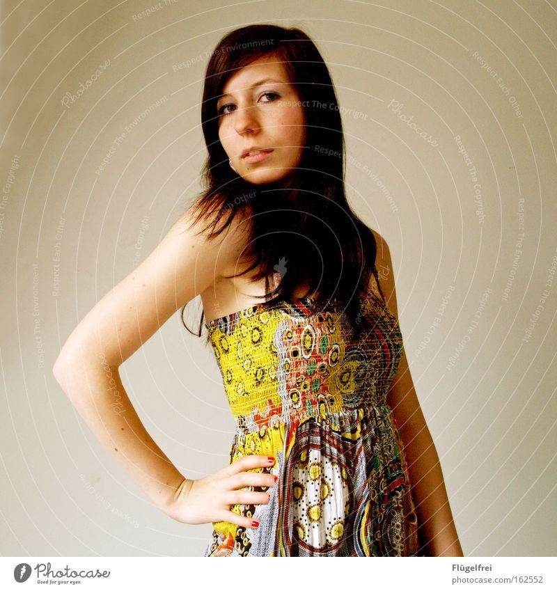 Selbstbewusstsein Mensch Frau Jugendliche schön Sommer Erwachsene Junge Frau gelb feminin Haare & Frisuren 18-30 Jahre Mode natürlich elegant modern Bekleidung