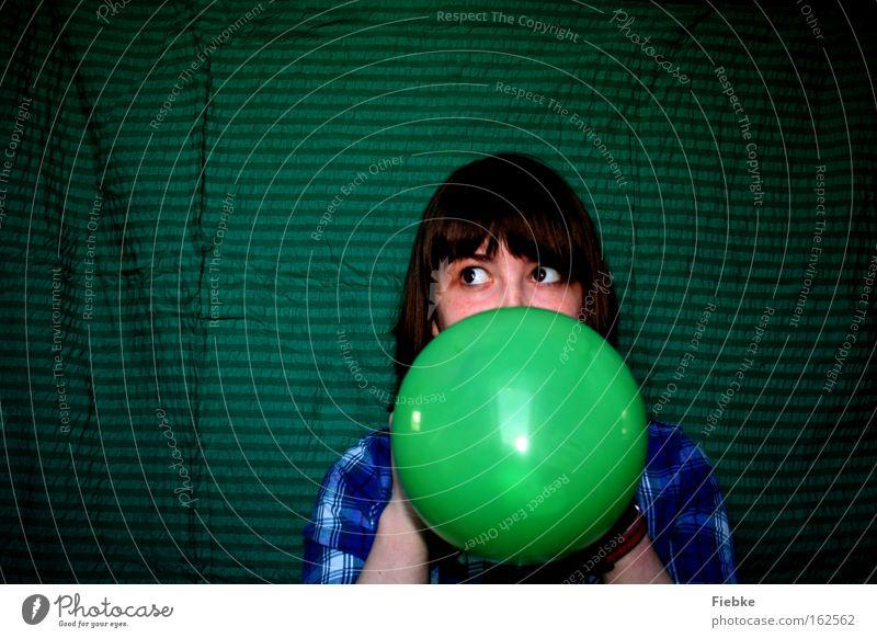 the false frog Frau Jugendliche grün Freude Erwachsene Feste & Feiern Angst Luftballon Karneval Todesangst Theaterschauspiel Panik falsch Porträt Täuschung bequem