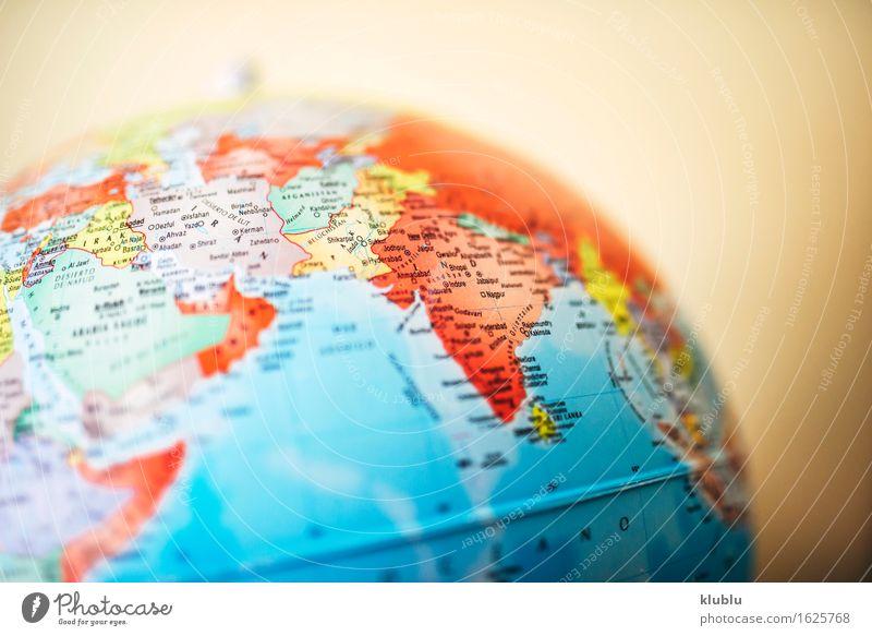 Indien auf Globus Haus Leben Schule Kreativität Europa Buch Symbole & Metaphern Asien Afrika Schreibtisch Süden China Entwurf Norden