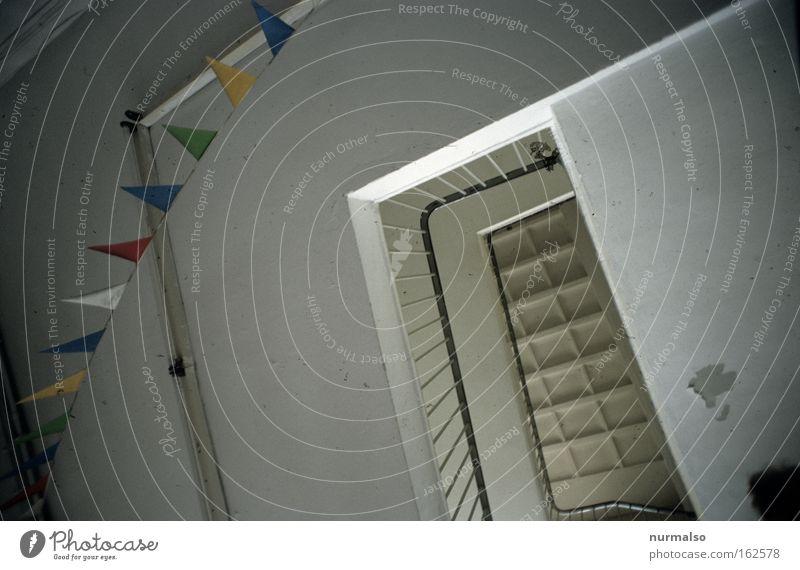 Wimpelschmuck Spielen Architektur Feste & Feiern Beton Treppe Erfolg Dekoration & Verzierung Fahne Club Geländer Schmuck Treppengeländer Treppenhaus Geometrie