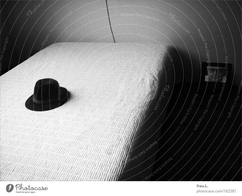 Hut dunkel Raum Fotografie Trauer Bett Bild Verzweiflung Abschied Kunst