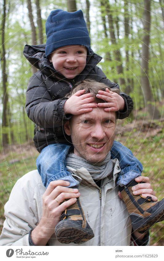 ein lächeln, zwei lächeln Mensch Kind Natur Freude Wald Erwachsene Leben Liebe Gefühle Junge Familie & Verwandtschaft lachen Glück Zusammensein Freizeit & Hobby