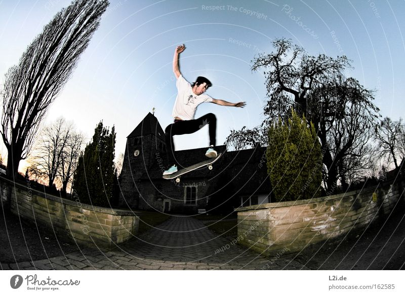 SKATE:TO:HELL Baum Mauer Wege & Pfade springen Aktion Luftverkehr Fischauge Ziel Extremsport Gotteshäuser Freizeit & Hobby Skateboarding Elektrizität