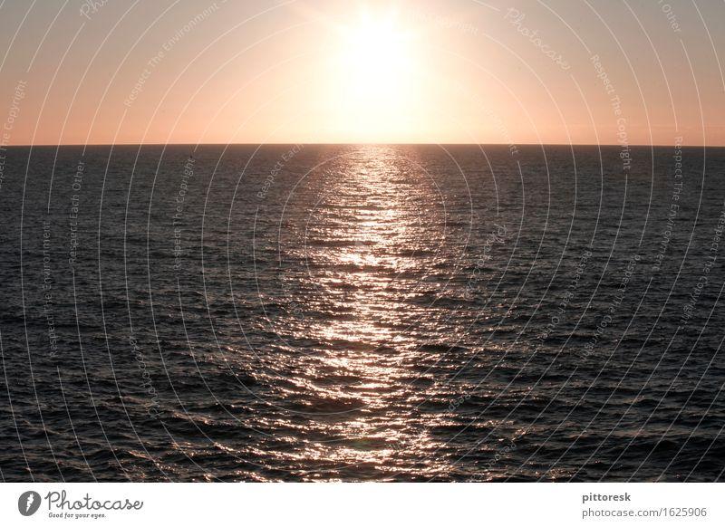 Mehr Meer Kunst Kunstwerk ästhetisch Sonne Sonnenuntergang Sonnenlicht Sonnenstrahlen Sonnenenergie Meerwasser Meerstraße Wellen Wellengang Wellenform