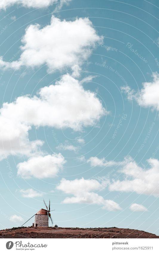 Wind IV Kunst Kunstwerk ästhetisch Mühle Spanien Himmel Blauer Himmel Wolken Sommer Sommerurlaub Idylle Natur steinig Windkraftanlage Farbfoto Gedeckte Farben