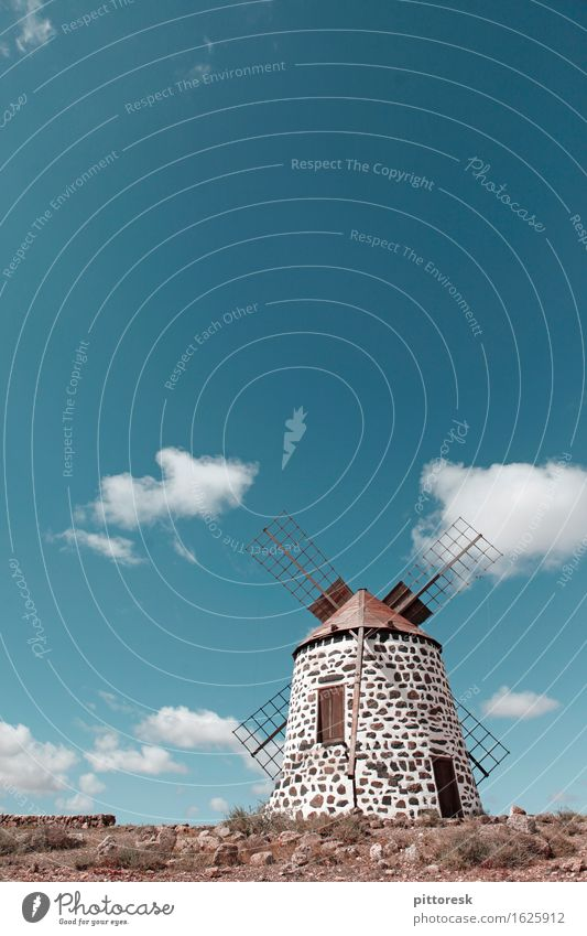Wind VII Kunst Kunstwerk ästhetisch Mühle Windstille Windkraftanlage Windrad Windmühle Gebäude historisch Blauer Himmel Sommer Sommerurlaub Ausflugsziel