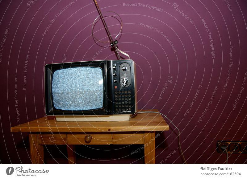 Bildstörung alt Wand retro Technik & Technologie Fernseher Fernsehen violett obskur Medien Antenne Begrüßung Sechziger Jahre Fernsehen schauen Rauschen