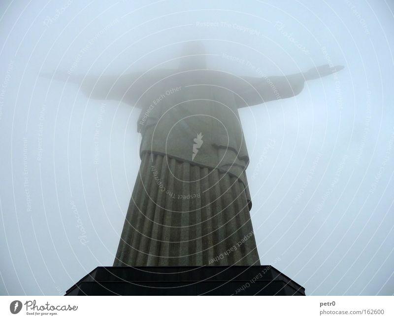 Im Nebel Wolken Brasilien Nebel Beton Vertrauen geheimnisvoll Statue Denkmal Wahrzeichen Jesus Christus Rio de Janeiro Christentum Segnung Corcovado-Botafogo