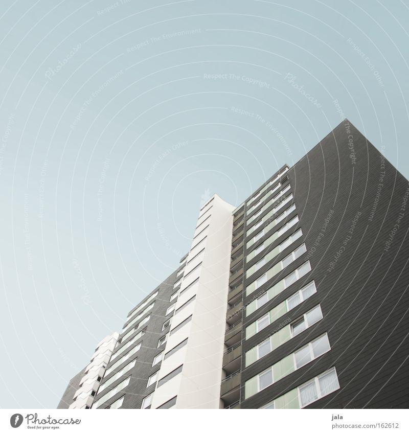 hoch haus Himmel Stadt Haus Fenster Linie Architektur groß Fassade Häusliches Leben