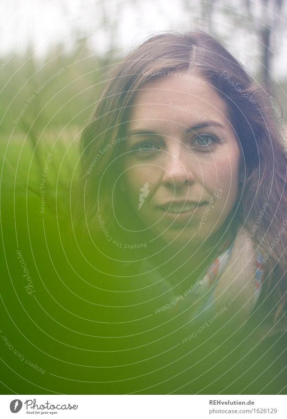 Julia | mit grün Student Mensch feminin Junge Frau Jugendliche Gesicht 1 18-30 Jahre Erwachsene Umwelt Natur Landschaft Blatt Haare & Frisuren brünett