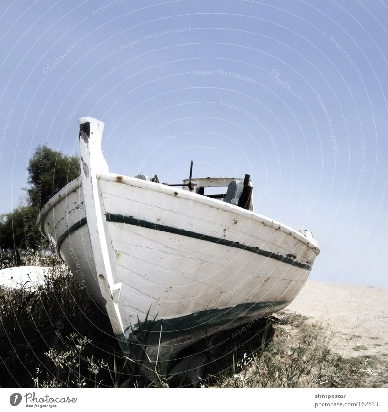 Fisherman's Friend... Griechenland Peloponnes Fischerdorf Dorf Angeln Ernährung Meer Sommer Strand Protein alt Kahn weiß Himmel Sand Ferien & Urlaub & Reisen