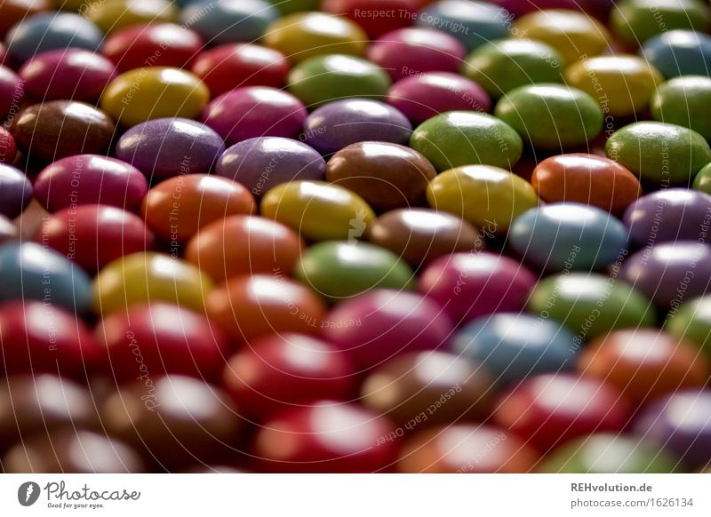 viele viele bunte Lebensmittel Süßwaren Schokolade liegen glänzend mehrfarbig Verschiedenheit außergewöhnlich ähnlich Mengenzählwerk Schokolinsen lecker