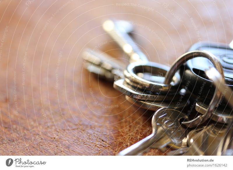 schlüssel Holz Schlüssel liegen glänzend viele Identität einzigartig Selbstständigkeit Zukunft Heimat Farbfoto Gedeckte Farben Nahaufnahme Makroaufnahme