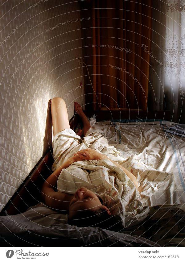 Frau Mensch träumen Innenarchitektur Bett Bettlaken Schlafzimmer Möbel aufwachen