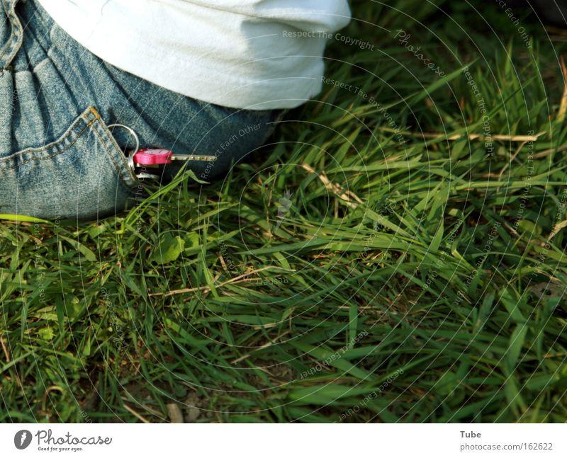 [DD|Apr|09] The Key Schlüssel Wiese sitzen Picknick grün Dresden Freiheit Erfolg Häusliches Leben Rasen Jeanshose ausreißer Schließer Gefängniss Tür