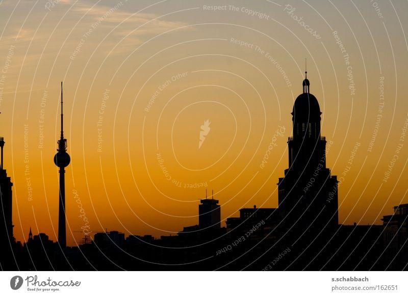 Berlin Sundown Sonnenuntergang Silhouette Frankfurter Tor Fernsehen Berliner Fernsehturm Abenddämmerung Frankfurter Allee Karl-Marx-Allee Verkehrswege