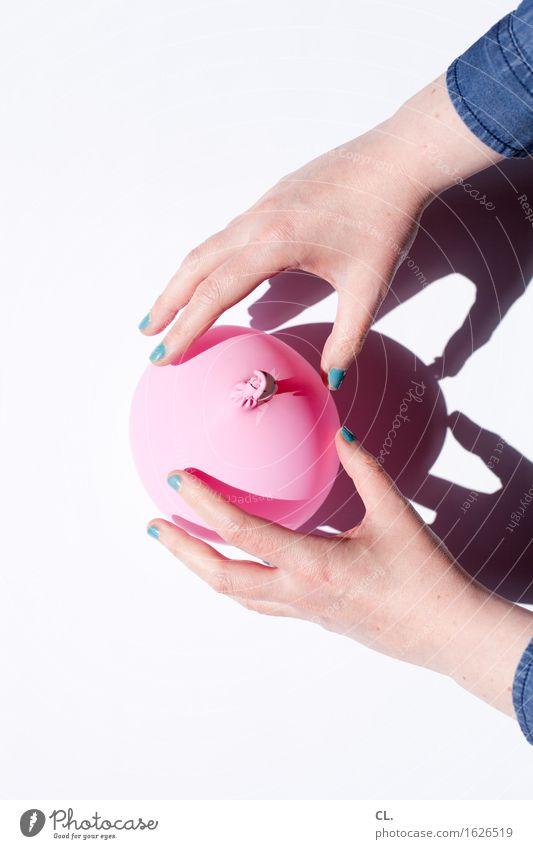 was zur verfügung stand / luftballon (making of) Mensch Frau blau Hand Erwachsene feminin Spielen rosa ästhetisch Finger Luftballon türkis Nagellack Maniküre