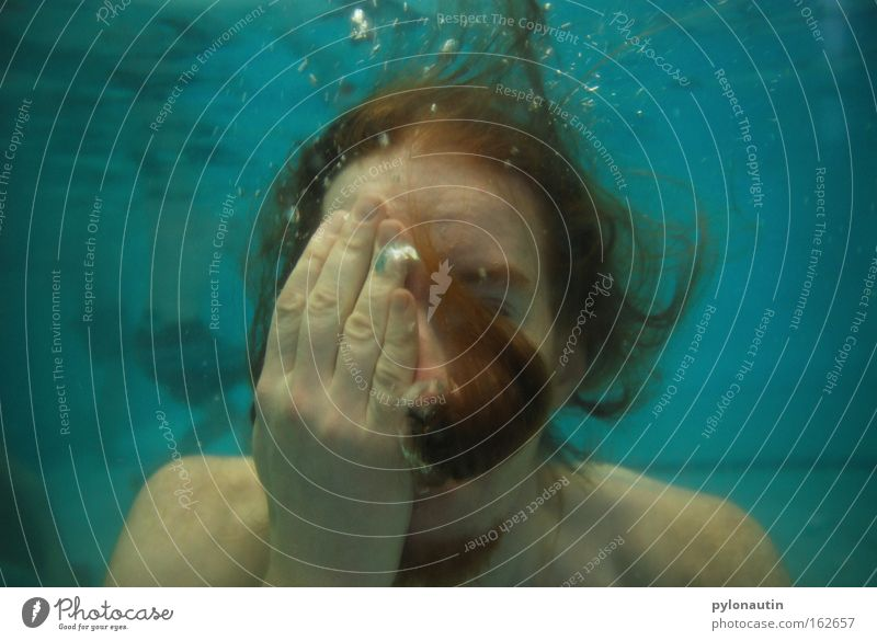 Mit dem Zweiten sieht man auch nix! Unterwasseraufnahme Schwimmbad tauchen blau Haare & Frisuren ertrinken Luft Meer Ferien & Urlaub & Reisen Nixe Wasser Neptun