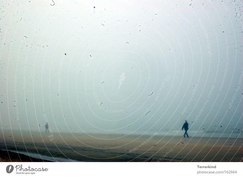 Wir.sind.gewohnheits.tiere. Mensch Meer Einsamkeit Ferne Wellen geschlossen Nebel warten Trauer vertikal Verzweiflung verloren Sylt unklar