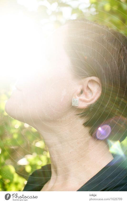 Erleuchtung Mensch Frau schön Sommer Sonne Erholung Freude Erwachsene Leben Frühling Gefühle Lifestyle Glück Stimmung hell Freizeit & Hobby