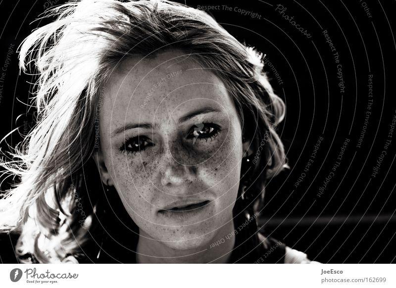 kurz mal nicht lachen... Frau Mensch Jugendliche schön Gesicht Leben Stil Haare & Frisuren Kopf Traurigkeit Stimmung Kraft Erwachsene Porträt Lifestyle