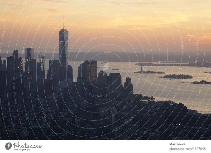 View over New York City from Empire State Building Ferne Freiheit Sightseeing Städtereise Landschaft Sonnenaufgang Sonnenuntergang Sonnenlicht Nordamerika USA