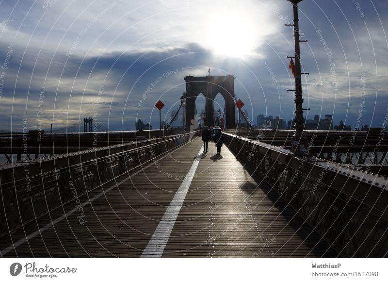 Brooklyn Bridge - New York City Stadt Architektur Lifestyle außergewöhnlich Freiheit authentisch USA groß Brücke Fluss Bauwerk Amerika Sehenswürdigkeit Reichtum