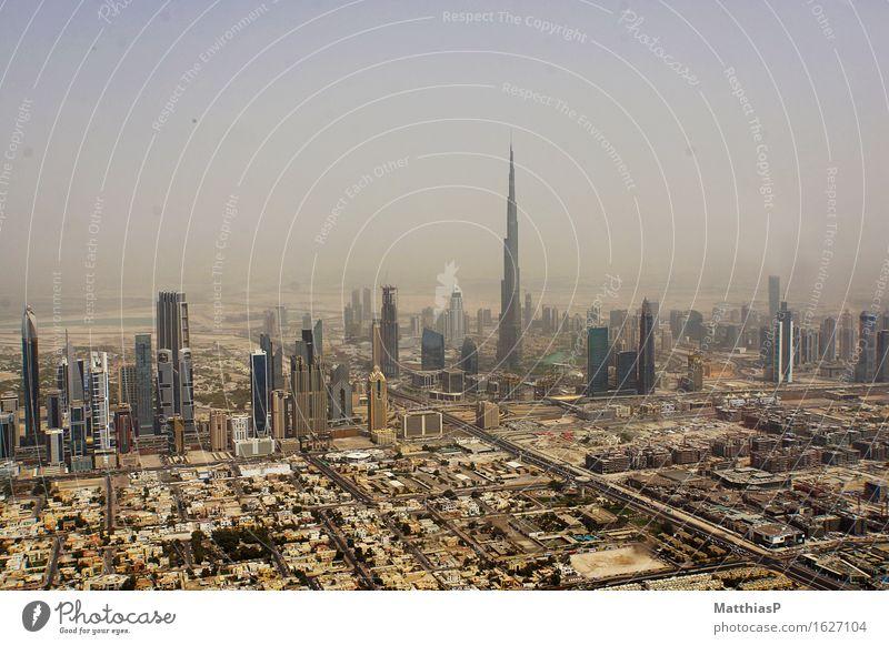 Die Wolkenkratzer von Dubai mit Burj Khalifa Ferien & Urlaub & Reisen Stadt Landschaft Ferne Architektur Lifestyle Horizont Tourismus Nebel Wachstum Hochhaus