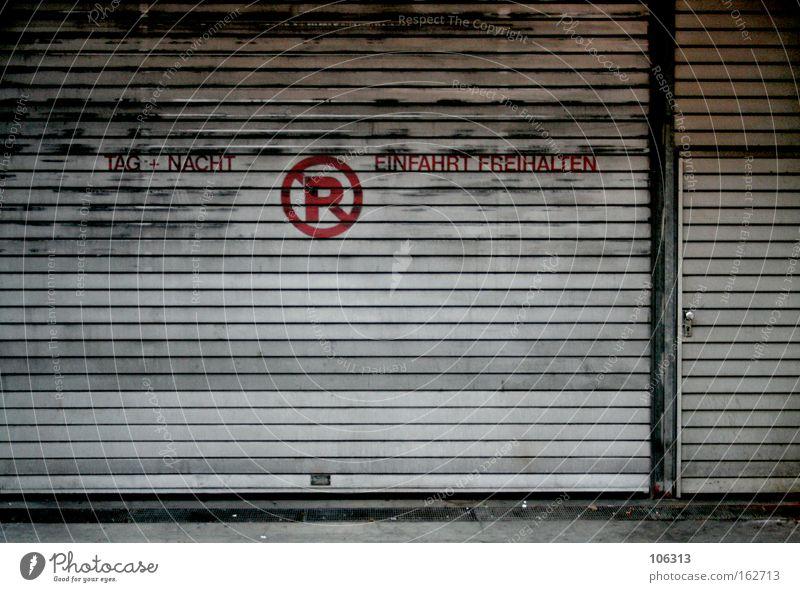 Fotonummer 117086 alt Stadt Metall Tür Metallwaren Ladengeschäft verfallen Bremen laden Buchstaben Rollladen